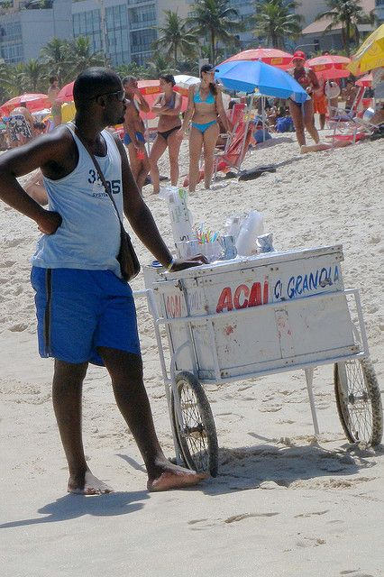 Vendeur de boissons by vromtas, via Flickr