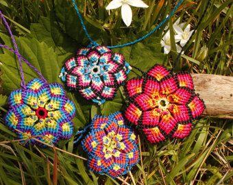 Unisex de flor mandala Macrame rojo marrón menta por Bohochoco