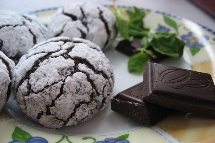 Cookies with bitter chocolate in powdered sugar