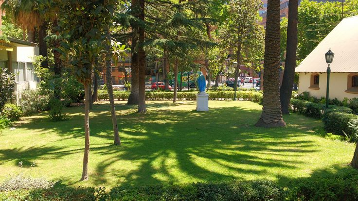 Jardín de viejo instituto de Humanidades Luis Campino