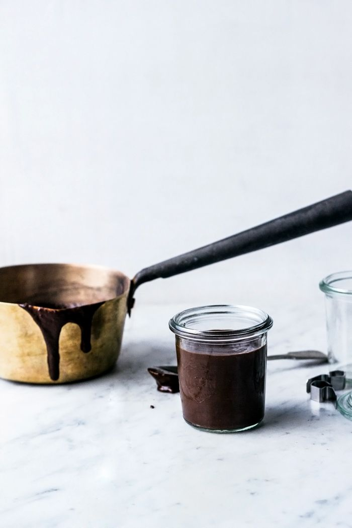 Healthy 3-ingredient Chocolate Fudge Sauce (no added sugar, grain free, vegan, gluten free)