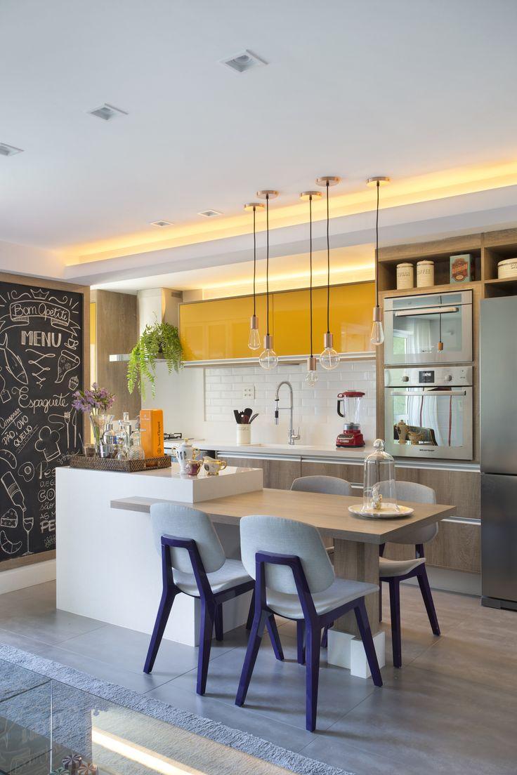 Formado por dois Arquitetos: Bernardo Gaudie – Ley e Tânia Braida. O escritório de Arquitetura, Beta, explora projetos residenciais e também trabalhos voltados para ambientes corporativos. P…