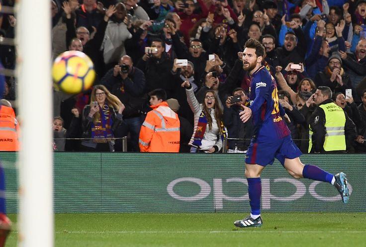 Liga de España | Barcelona con otro gol de Messi se lo dio vuelta al Alavés  Foto: Diario Jornada  El Barsa con un golazo de tiro libre del astro Lionel Messi derrotó hoy a Alavés 2 a 1 en la continuidad de la 21ra. fecha de la liga española de fútbol y continúa 11 puntos arriba del Atlético de Madrid que goleó a Las Palmas por 3 a 0.  El sueco John Guidetti (23m.PT) abrió la cuenta para Alavés y el uruguayo Luis Suárez (27m.ST) y Messi (39m.ST) dieron vuelta el resultado para el cómodo…