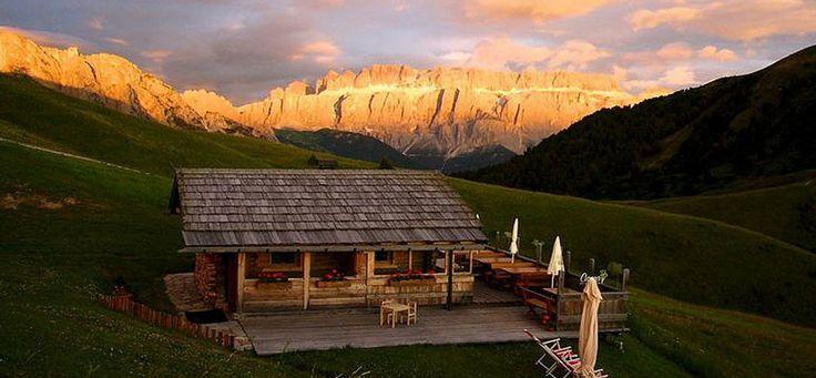 So eine schöne Hütte - die Curona Hütte auf der Seceda in Gröden … :)