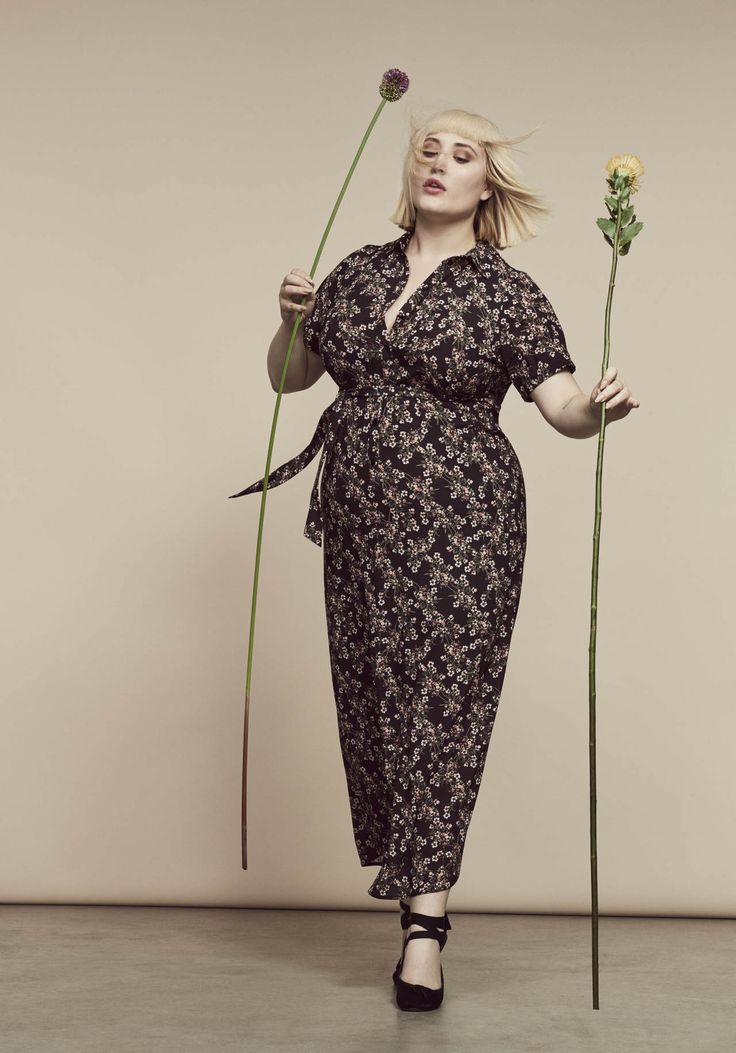 First Look: Evans Spring 2017 Campaign featuring Hayley Hasselhoff! http://thecurvyfashionista.com/2017/04/evans-spring-hayley-hasselhoff/  Who is here for a plus size floral jumpsuit for spring?    Evans Spring 17 collection take us effortlessly into the new season with flattering floral coordinates, flowing maxi dresses, blush and khaki tones and beautiful embroidered tops and jeans.