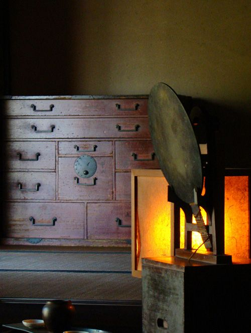 Tansu usually refers to a traditional Japanese furniture to store clothes that is specialized for kimono. This kind of tansu is especially c...