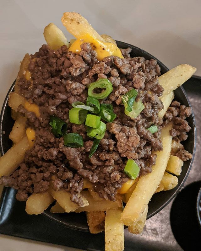 These Beef N Fries From Iceburgofficial Was Absolutely Delicious Crispy Skin On Fries With Crumbled Angus Beef Across The Top Melted Halal Recipes Food Beef