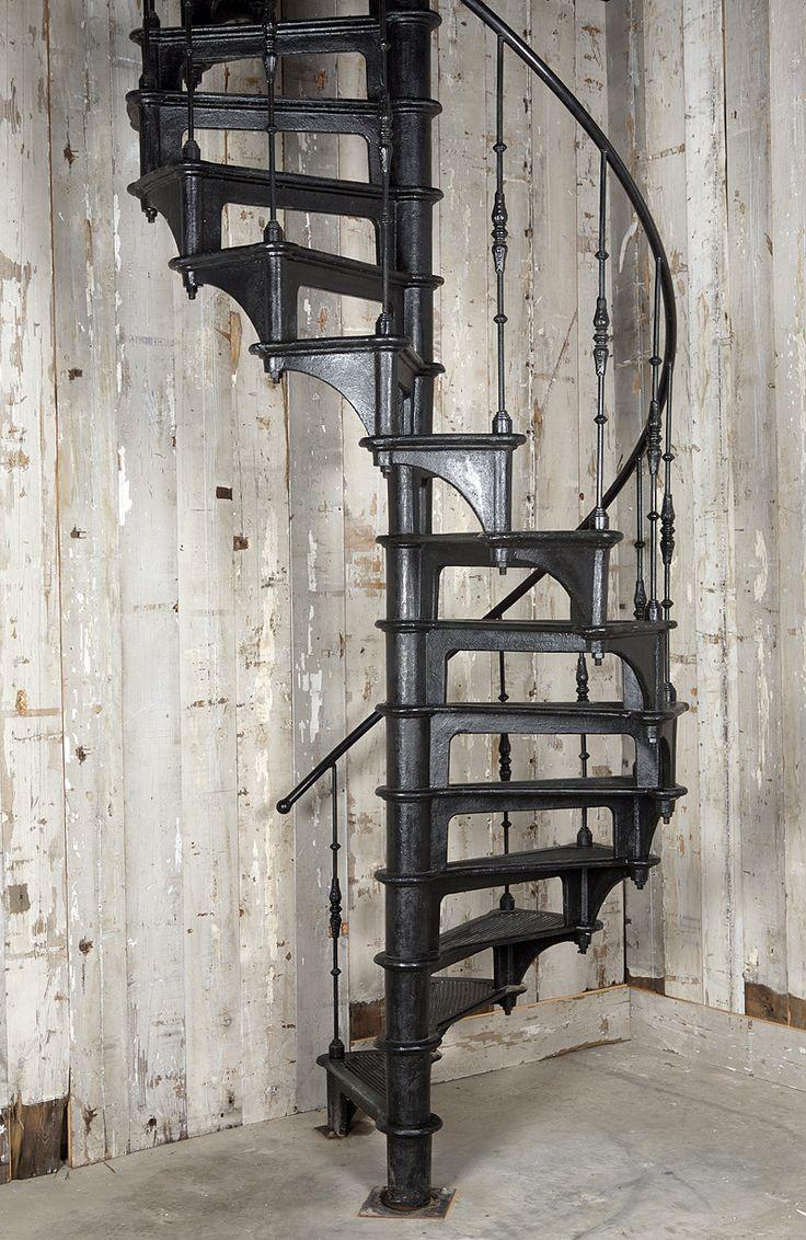 iron spiral stairs ijzeren wenteltrap www.oudebouwmaterialen.nl