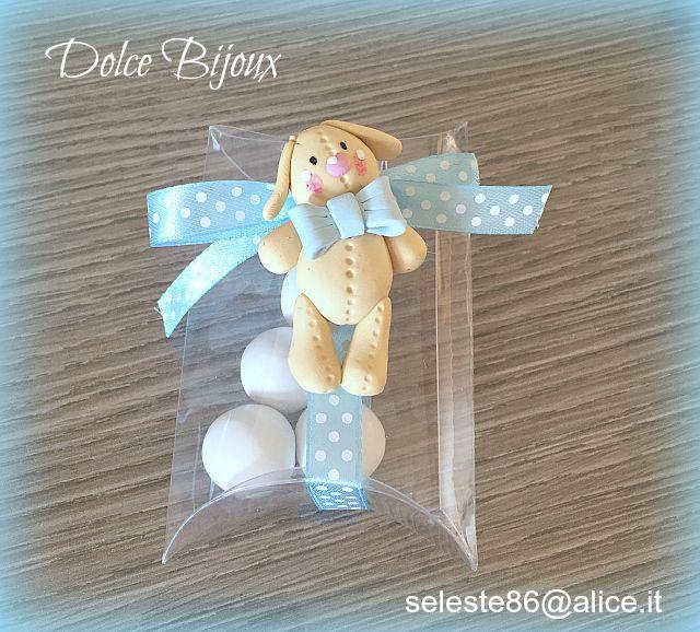 Bomboniera battesimo primo compleanno comunione coniglietto di pezza realizzato a mano in fimo.Disponibili altri soggetti