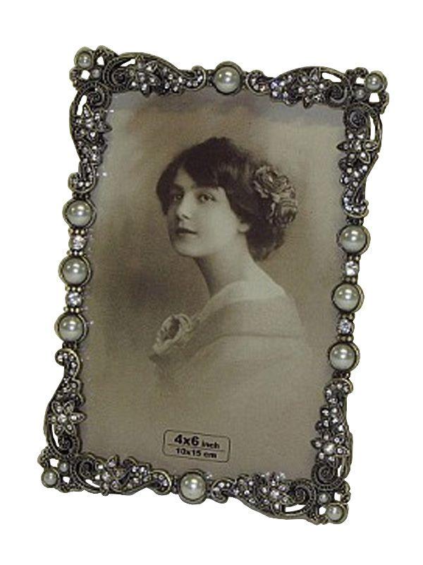 Ramă foto vintage cu dimensiunea fotografiei de 10 X 15 cm disponibilă acum în gama de decoraţiuni interioare.