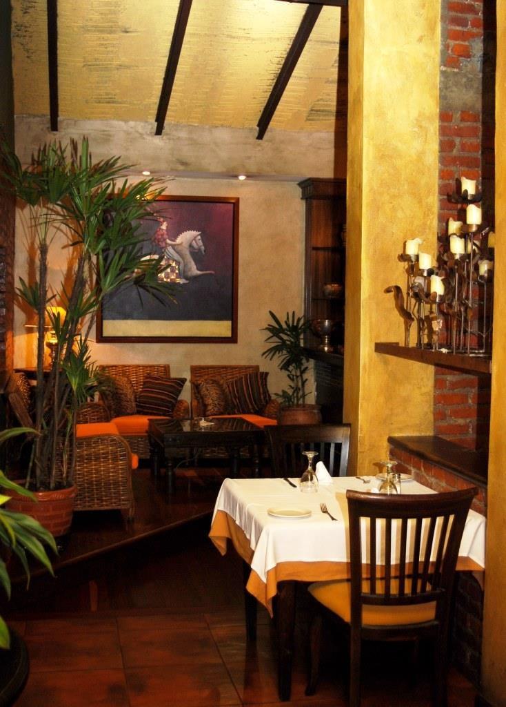 Visita nuestro restaurante, con decoración de tu nivel   ¡Alto!