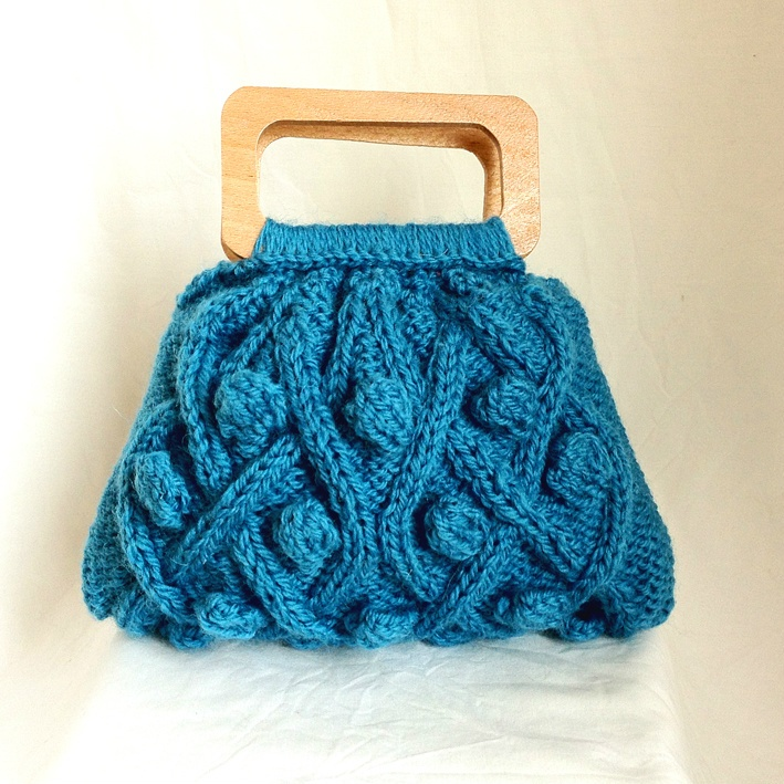 Google Image Result for http://themercerie.net/wp-content/uploads/2012/05/cable-purse.jpg