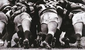 Il gioco di squadra per eccellenza funziona se c'è collettivo, è ben oliato, coordinato e affiatato, infatti la vera sfida per ottenere successo in questa tipologia di organizzazione sociale e sportiva sta proprio nell'essere tante dita di una mano sola unitamente puntate all'obbiettivo. La