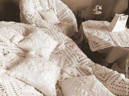"""Текстиль, ковры ручной работы. Ярмарка Мастеров - ручная работа Продаётся! Набор - плед, наволочки, скатерть, """"Вязаный интерьер"""". Handmade."""