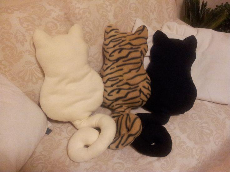 Cat Pillows - tris