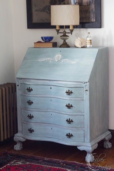 On the Daisie secretary I just finished, I washed Old White over Duck Egg Blue on the outside and French Linen on the inside.