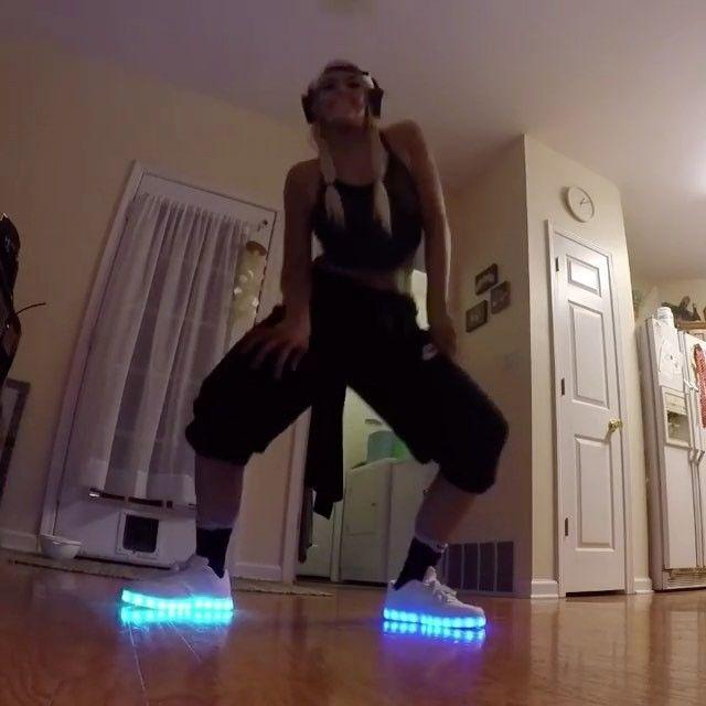 Leuchtende Schuhe | LED Sneaker | Blinkschuhe - LED Kleidung