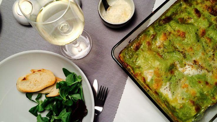 På jakt etter en skikkelig klassisk lasagna, men uten tomatsaus? Prøv denne med bechamelsaus og hjemmelaget pesto. En garantert hit!