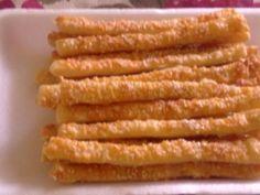 joghurtos ropi hozzávalók 4 főre 20 dkg liszt 10 dkg puha vaj vagy Rama 1,5 dl joghurt só  Kenéshez:1 tojás  Tetejére:sajt durva szemű só szezámmag  elkészítés Keverjük jól össze a lisztet a sóval, majd adjuk hozzá a margarint és a joghurtot. Ezt gyúrjuk jó simára. Pihentessük 20 percig. Belisztezett munkalapon nyújtsuk ki a tésztát, kenjük meg a tojással, és szórjunk rá sót, sajtot és szezámmagot. Vágjuk vékony rudakra, majd tegyük sütőpapírral bélelt tepsibe.200C-on süssük.