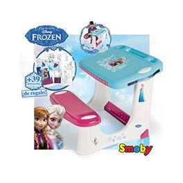 Pupitre Frozen con estuche coloring. ¡Dibuja en el pupitre de Frozen! Incluye 39 accesorios (1 hoja a color, 8 hojas para colorear, 2 hojas de pegatinas, 18 crayones y 10 rotuladores). Medidas: 50x53x44. Más info y compra en: http://www.elosito.com/escolar-pizarras-carteras-mochilas-pupitres/11184-pupitre-frozen-estuche-coloring-3032160281163.html