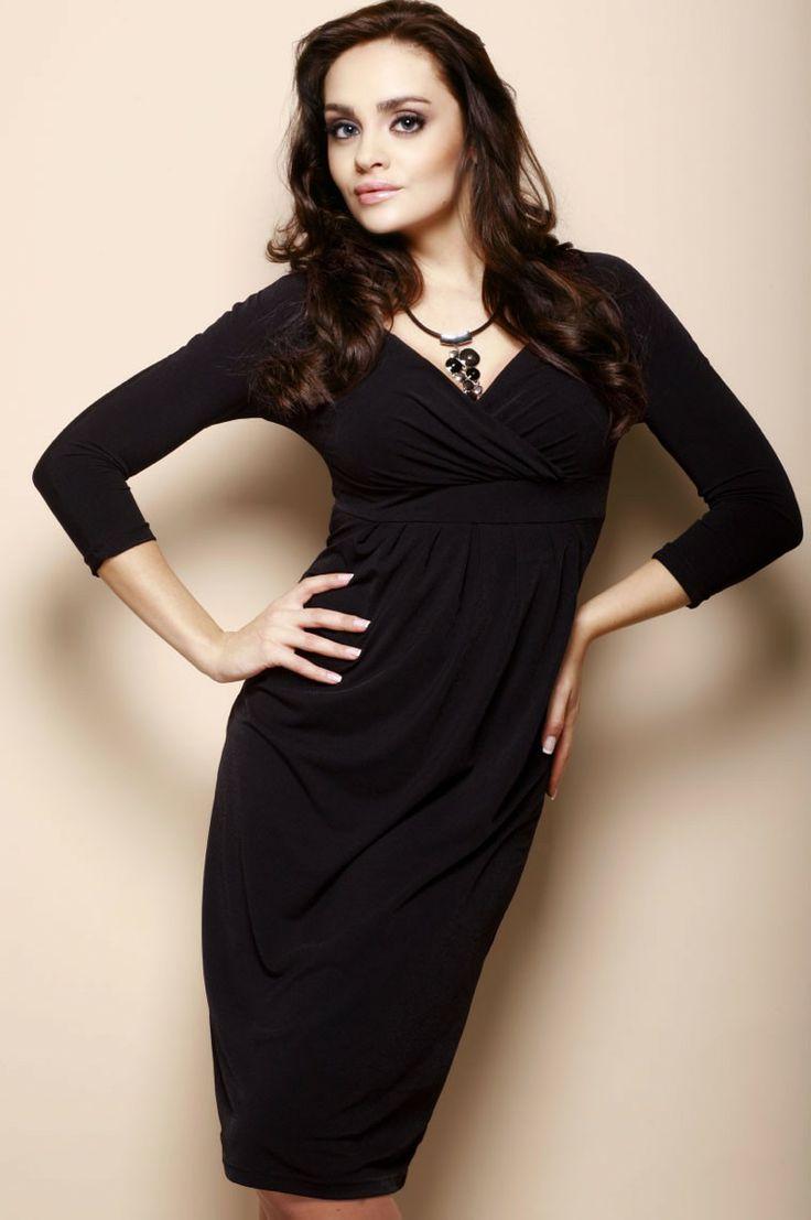 Superbe robe décolletée, noire. #LBD