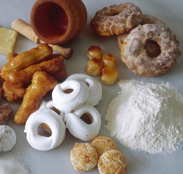 """En la repostería de Loja (Granada) destacan sus famosísimos roscos / The famous """"roscos"""" are among the delights of pastry of Loja (Granada)"""