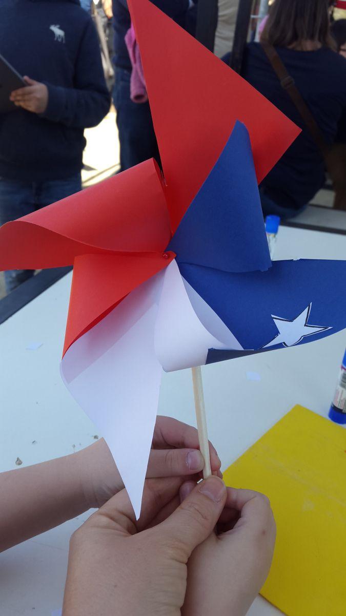 Manualidades con niños para crear juegos típicos chilenos de Fiestas Patrias: un remolino
