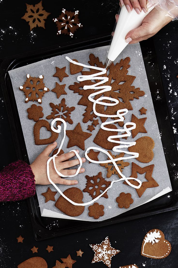 Gingerbread cookies with tasty icing www.panduro.com Christmas Sweets by Panduro #christmas #decoration #DIY #sweets #scandinavian #nordic #gingerbread #cookies #pepparkakor #icing #kristyr