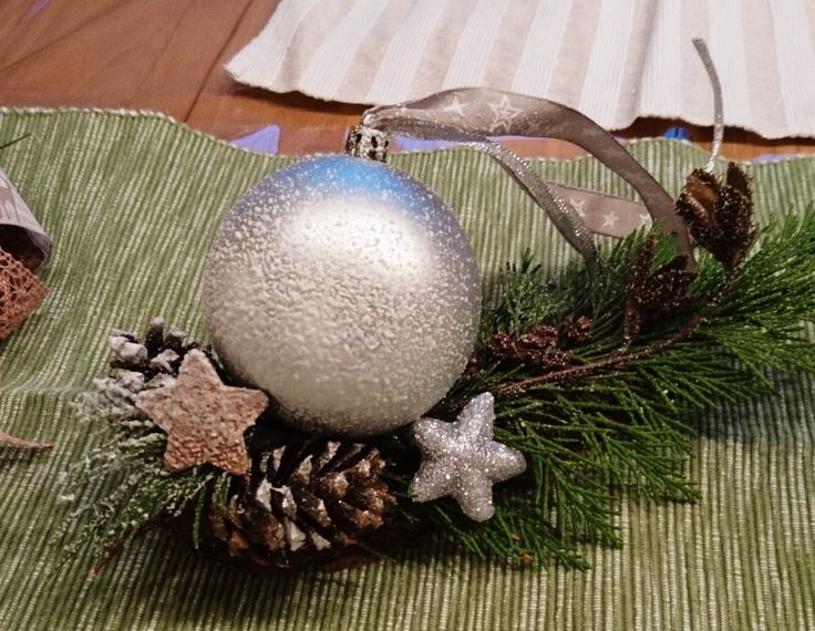 adventsgesteck kugel schnee einfach  adventsgesteck