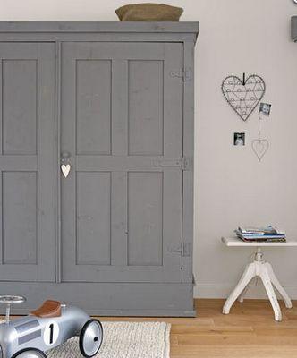 grey painted wardrobe - beautiful matt finish lovingly repinned by www.skipperwoodhome.co.uk