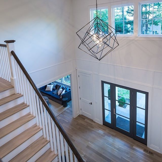 The Cubist Large Chandelier by Kelly Wearstler hangs in the entry of 6 Sylvan Farms Lane in Westport, CT designed/built by @sirdevelopment! So many incredible details throughout this home. #sirsignaturehomes #westportct #forsale #kellywearstler #cubist #circalighting