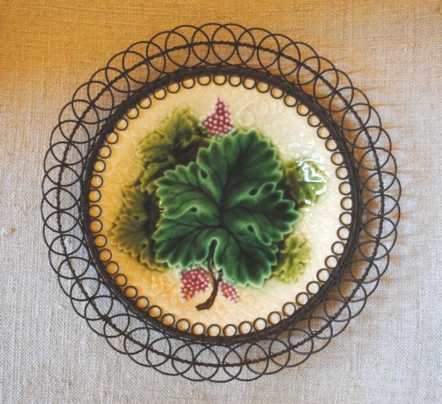 Antique French Majolica BARBOTINE PLATE Grapes WIRE frame di villavillacolle su Etsy