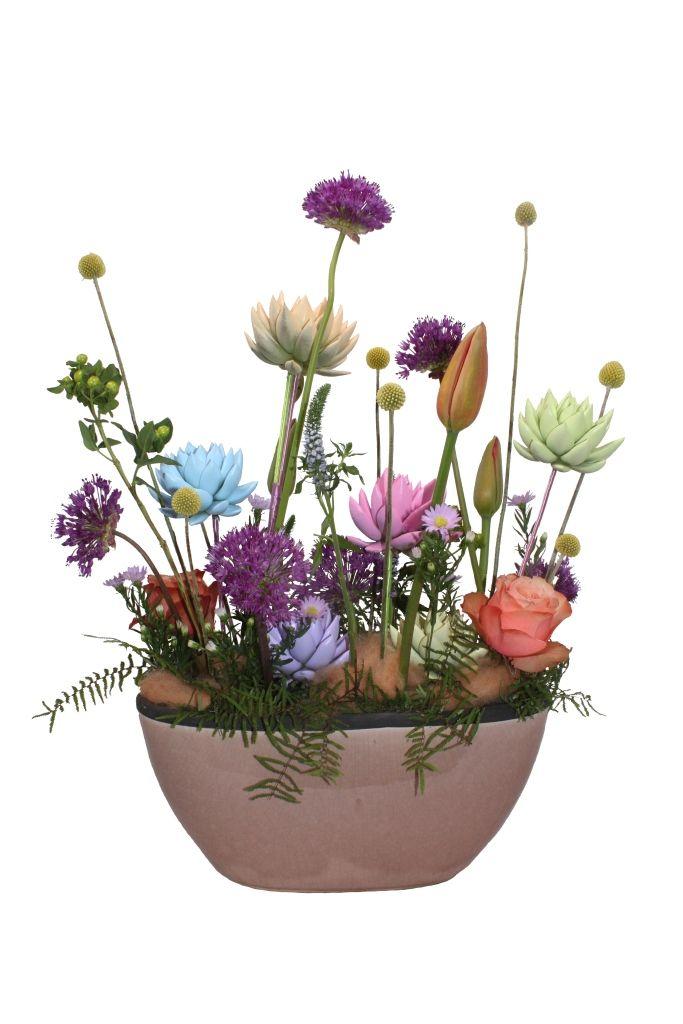Pastel colours mixed in flower arrangement