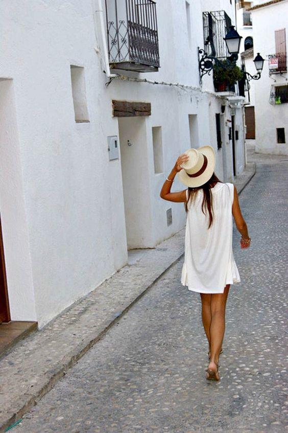White summer dress, strolling down the strrets of old Italia, viva la boeme!