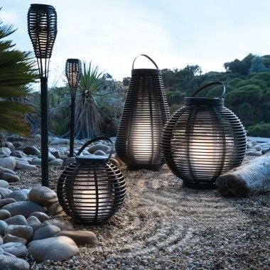 les 25 meilleures id es de la cat gorie lanternes solaires sur pinterest lampadaire solaire. Black Bedroom Furniture Sets. Home Design Ideas