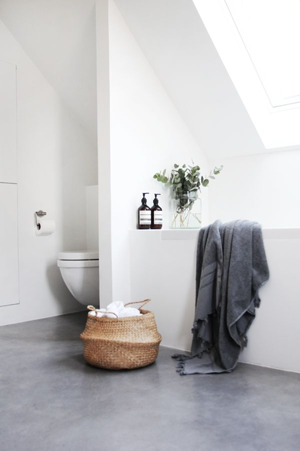 Bathroom - white walls/light grey floor | Modern minimalist bathroom with concrete floor