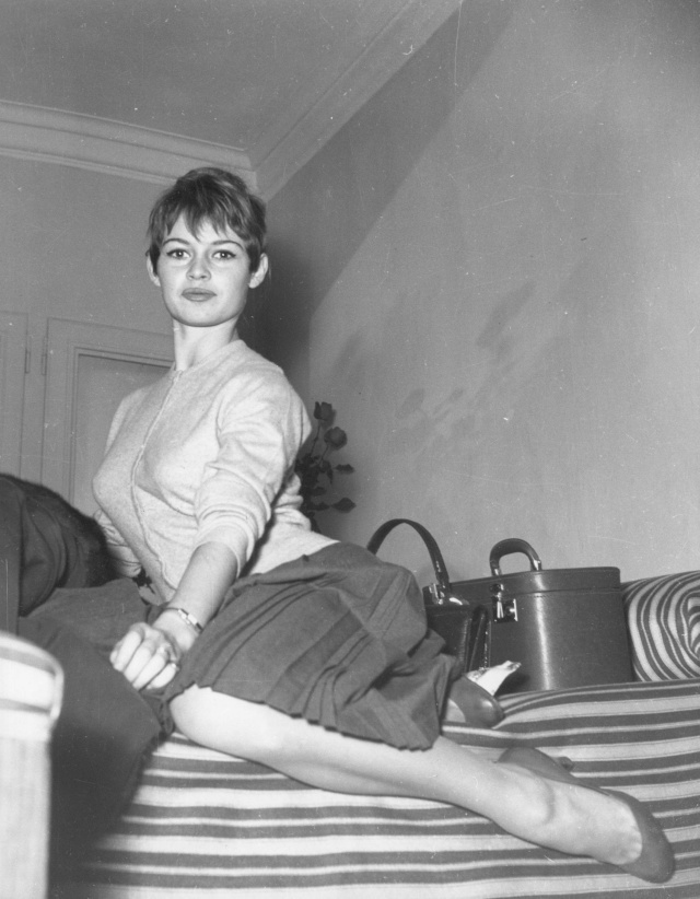 Brigitte Bardot: brunette pixie cut + bangs