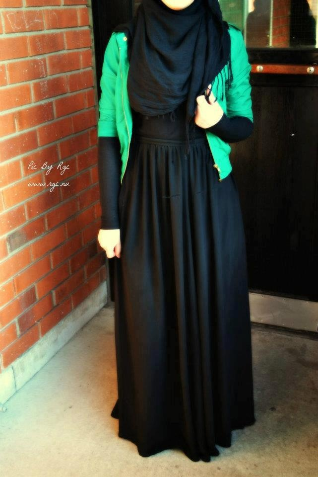 Maxi black + some colour + a SCARF that suddenly makes the horrible outfit look GORGEOUS