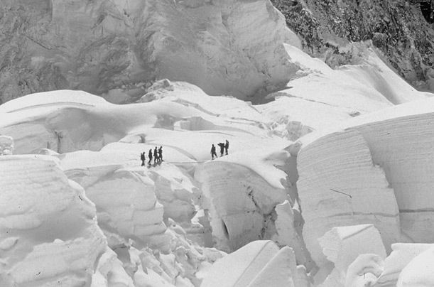 hillary and norgay essay Hillary and norgay first to climb mount new zealander edmund hillary and sherpa tenzing norgay to reach the top and norgay first to climb mount everest.