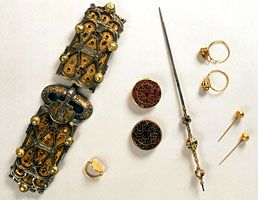 Objects from the grave of queen Arnegunde, buried between 580 and 590 CE.: Tombe Arnegonde, Byzantine, Tomb Darégond, Queen Arnegund, Tombe D Arégonde, Gold Rings, Tomb D Arégond, Jewelry Queen