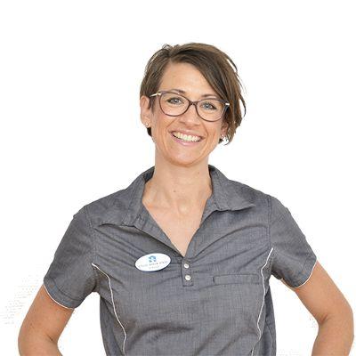 Mit navn er Louise Baden Askbo og jeg har fået den ære at være Skibby Tandlægehus første tandplejer. Jeg blev uddannet i 2003 i København.   Jeg vægter min faglige stolthed højt, jeg er grundig og gør meget ud af at motivere, informere og instruere patienterne i at holde deres mund og tænder sunde og rene.  Husk vi har åbent i morgen lørdag fra kl. 9-15 Ring på tlf. 47 52 80 11 eller kontakt os på vores hjemmeside