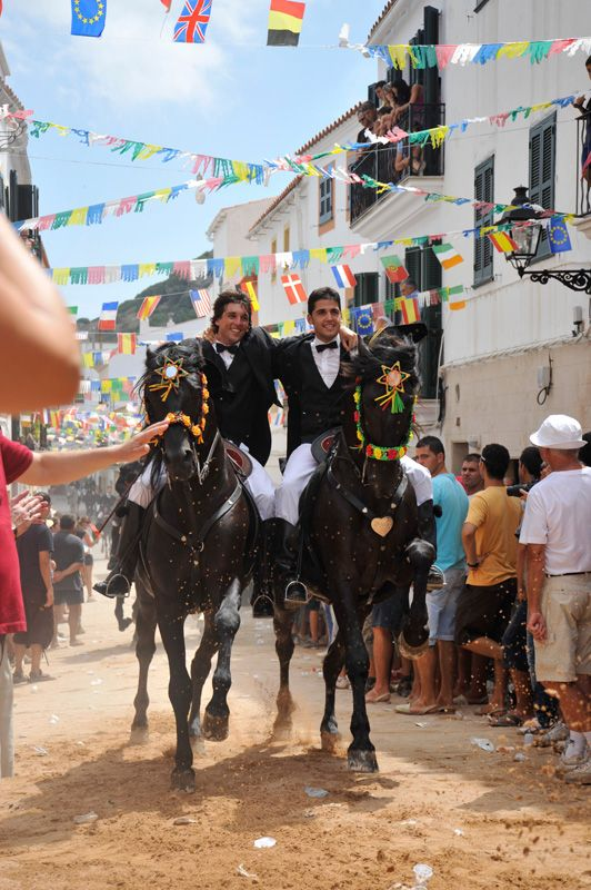 Island Advisor´s Perpetual Calendar to the Summer Fiestas in Menorca - where #Xoriguer #Gin is the official drink!