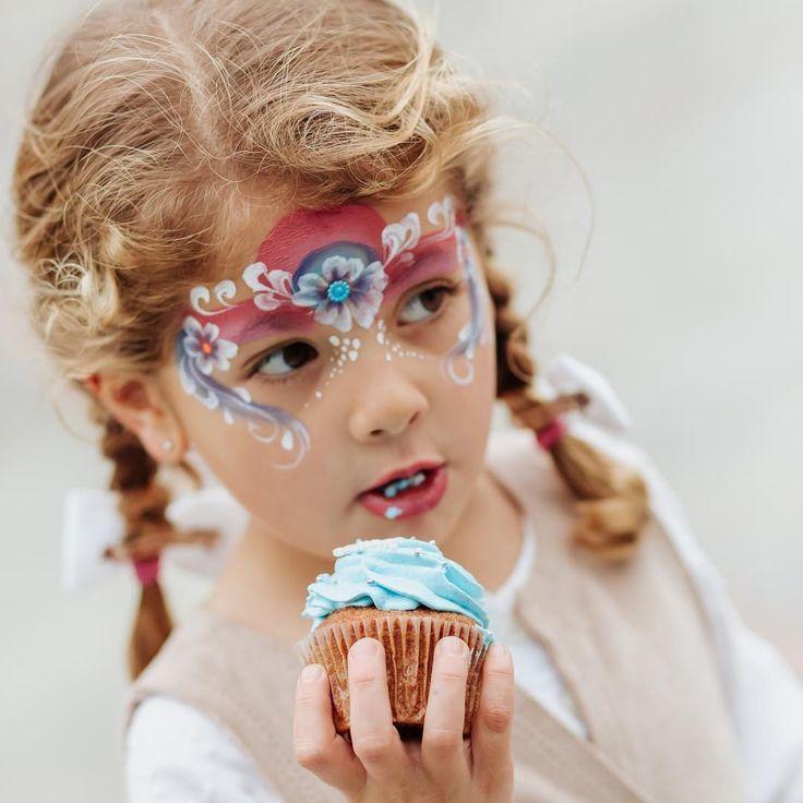 ��Los 5 años de Helena con la temática de Frozen⛄️ ��info@ronaldbarros.com��  #fotografiainfantil #infantil #kids #unicorn #unicornfoto #lima #peru #newbrand #logo #fotografia #fotografo #photography #photographer #niños #fiestainfantil #love #party #picnic #disney #frozen #elsa #anna #olaf #olaf⛄ #cake #birthday #birthdaycake #kristoff #cupcakes http://misstagram.com/ipost/1550556551276874774/?code=BWErvfbA0wW