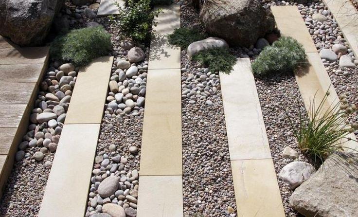 Gartenweg anlegen - Pflastersteine, Flusssteine und Kies                                                                                                                                                                                 Mehr