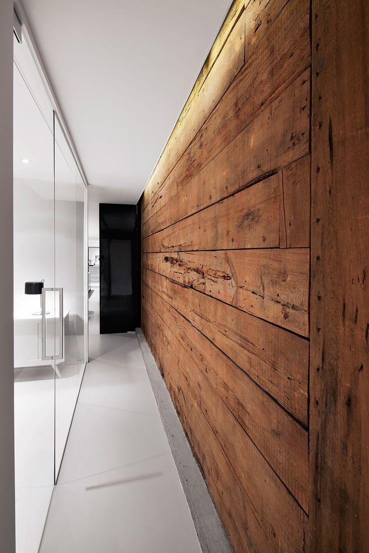 Espace S-Denis, mur de bois