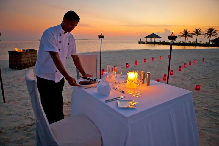 Private Dining Experience :  The various private dining experience would definitely sweep you off from your feet. Some of the private dining options were island escape and Barbecue at the beach.