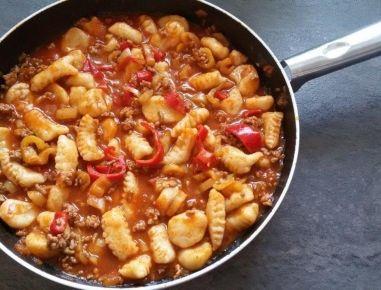 Gnocchipfanne+mit+Faschiertem+und+Paprika
