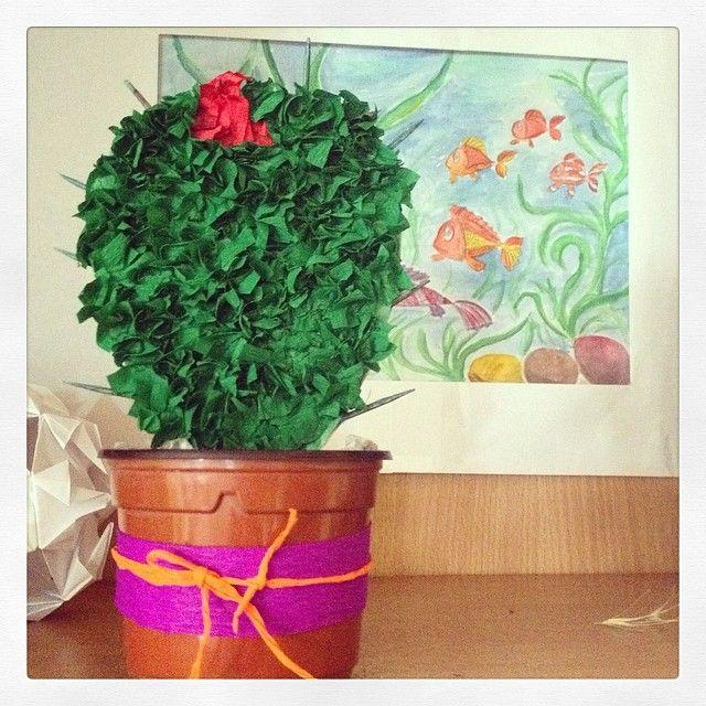 Наши дети с воспитателем сделали #кактус . #поделки #детская #комната #гостиницаагат #анапа #пионерскийпроспект #вместесАГАТом www.hotelagat.ru