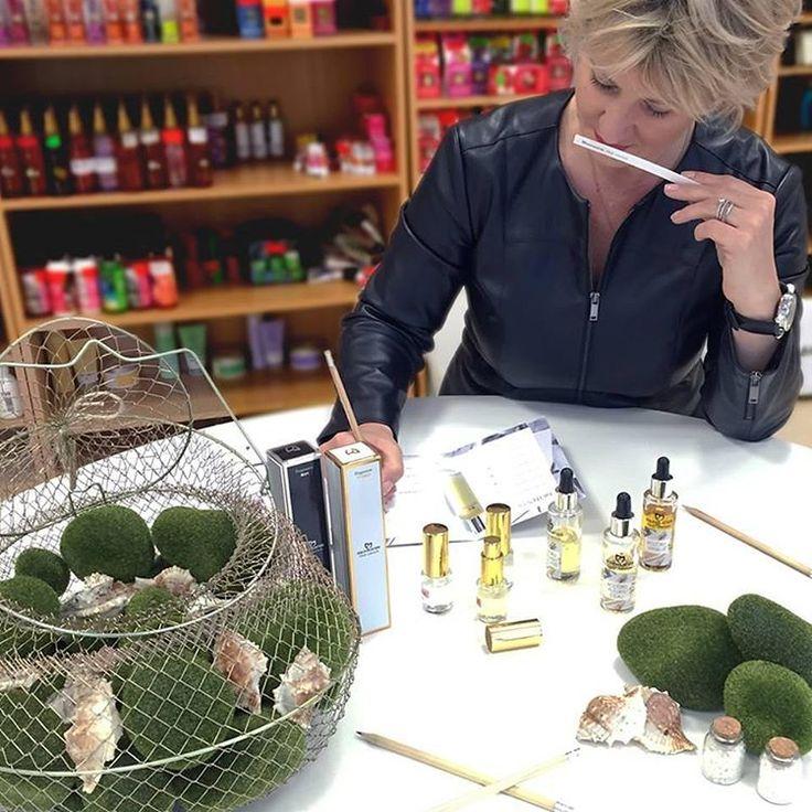 Ci imbuchiamo nell'ufficio di Mylene Thioux, la nostra direttrice profumiere, sembra che sta ultimando i dettagli di qualcosa di nuovo, vuoi sapere cos'è? a presto vi faremo scoprire di cosa si tratta. #Equivalenza #padova #cosmetics #profumo #festadellamamma #fragrance #shopping #springtime #fashion #blogger #traveller #regalo #gift #treviso #venezia #vicenza #verona #milano #unipd #igersoftheday #igersitalia #mothersday #igersveneto