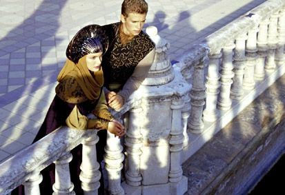 Attack of the Clones image attack December 2, 2002 - Lover's Stroll - Natalie Portman (Padmé) and Hayden Christensen (Anakin) on location at the Plaza de España in Seville.